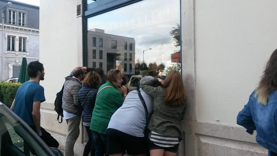 Fans peering through the window on Henneseys Irish bar in Lisbon, to get a glimpse of the Ireland v France game on TV.